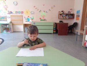 дети любят рисовать 2